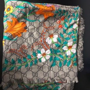GUCCI SILK SCARF WITH GG FLORAL PRINT